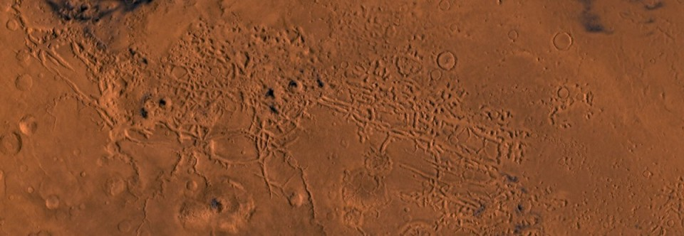 Roundup: Mars Glaciers, Tourism Up and Body Found