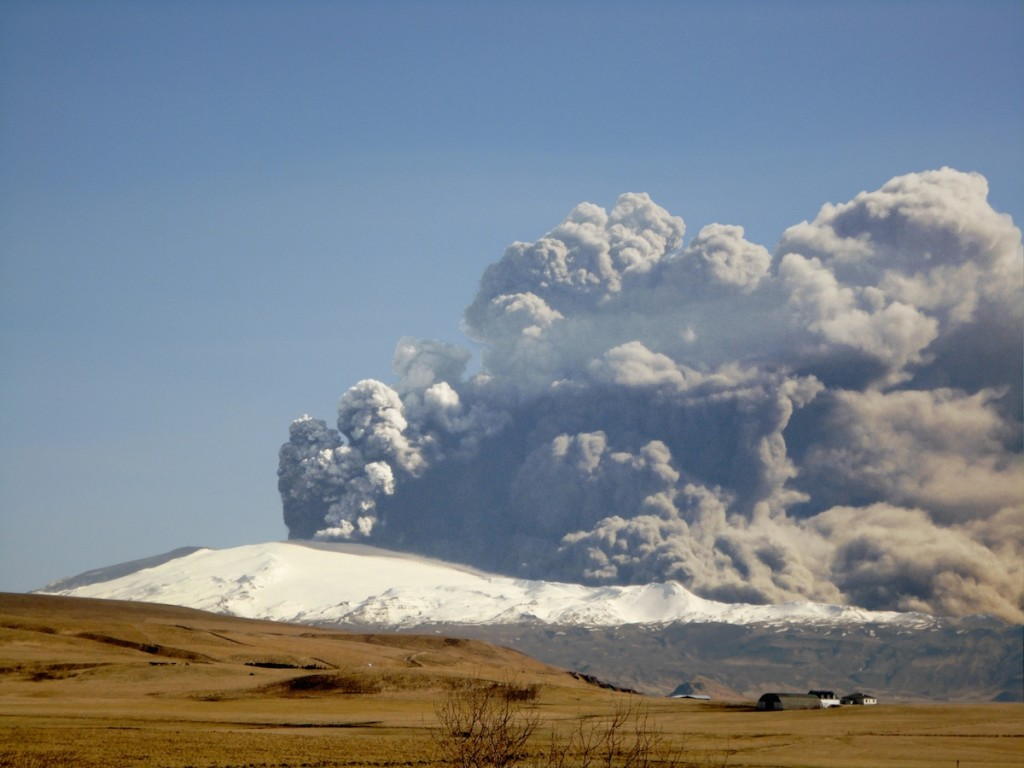 Iceland's Eyjafjallajökull volcano erupting in April 2010, which shut down transatlantic and European air travel. Officials are closely monitoring the situation at Bárðarbunga volcano, which may have a similar eruption. (Wikimedia Commons)