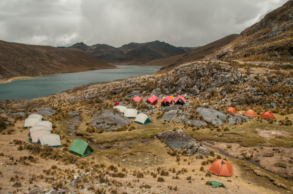The HAWAPI base camp with the Piticocha lake in background. © Maxim Holland.