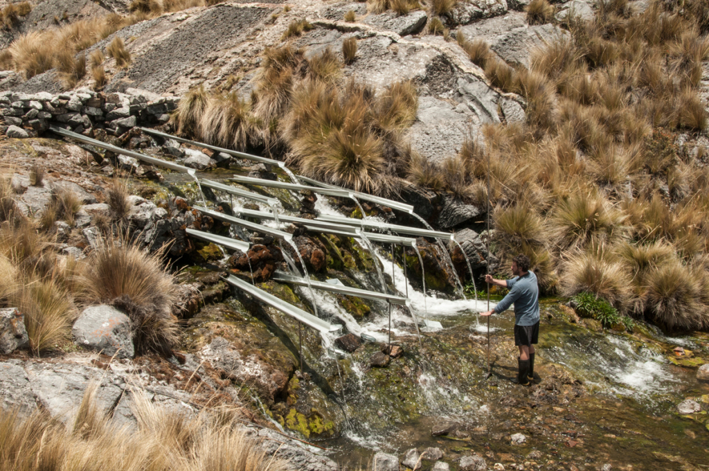 Artist Ishmael Randal working on his site specific installation near the HAWAPI base camp © Maxim Holland