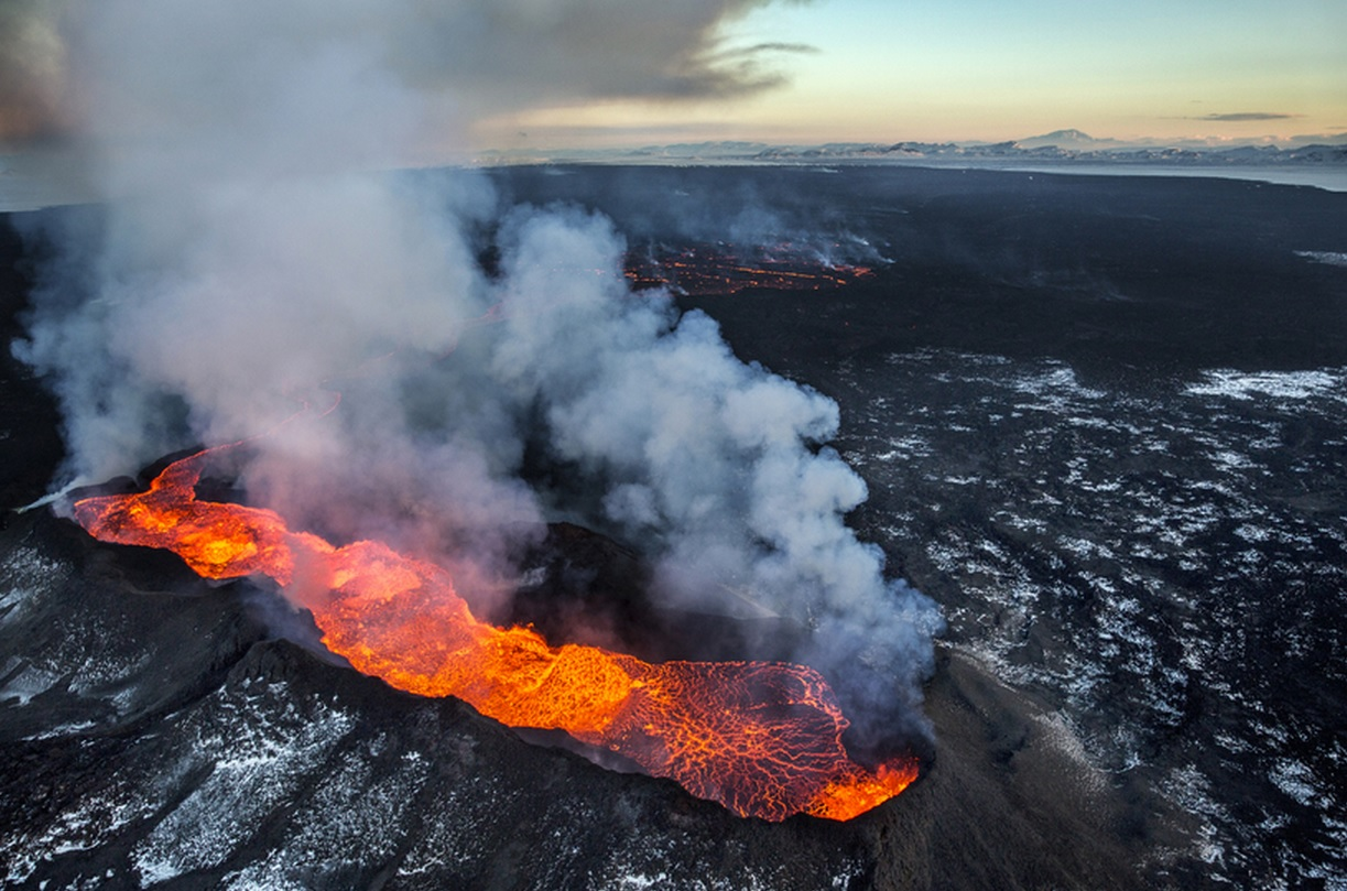 Lava at Bardarbunga and volcanic gasses (Photo: Ragnar Axelsson/ Morgnebladid)