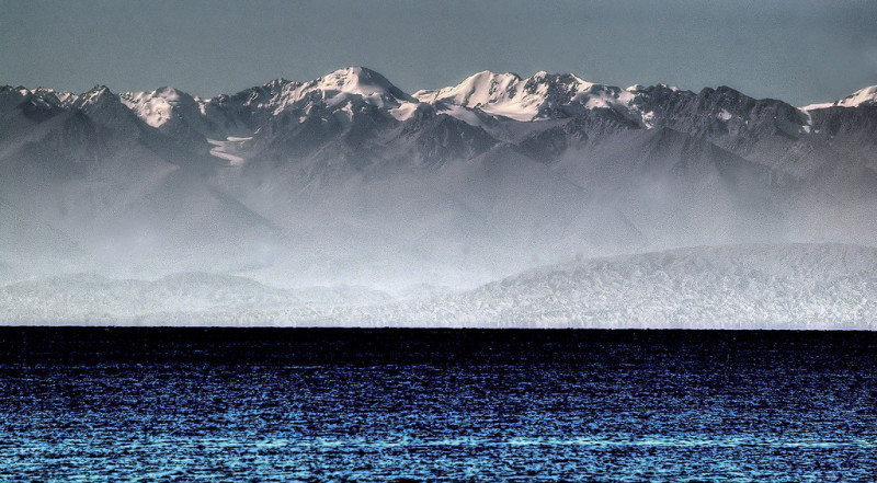 Tien Shan mountain range rising behind Issyk Kul lake, © Thomas Depenbusch