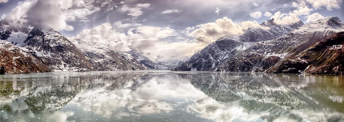 An image of Glacier Bay by Héctor Mota Via Flicker