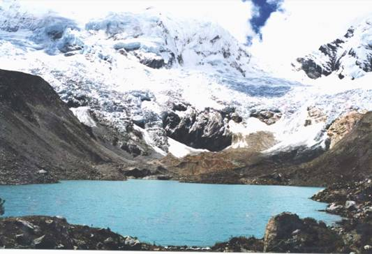 "Lake Palcacocha, 2002. As the lake absorbs glacier melt, it threatens to flood Huaraz. ""Lago Palcacocha 2002"". Licensed under CC BY-SA 3.0 via Wikimedia Commons."