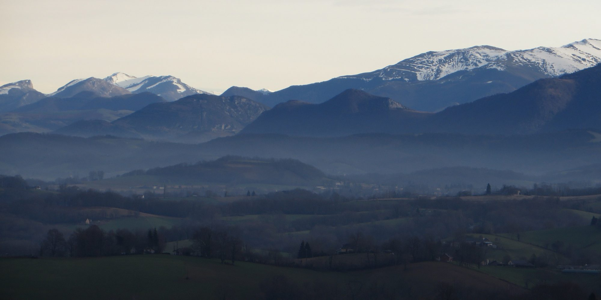 Image of mountains and glaciers in the Pyrénées