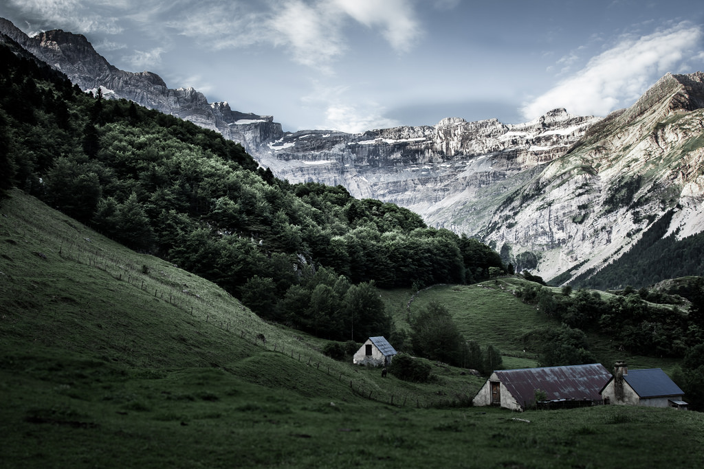 An image of a house in front of a glacier in the Pyrénées