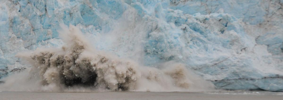 An image of glacial calving.