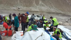 Crews bring supplies to flood victims in Tajikistan (source: Focus Humanitarian Assistance)