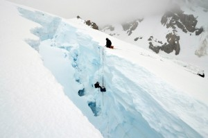 Crevasse rescuers practice in New Zealand. Courtesy of Flickr user Vielle Miettenin
