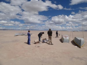 Group interviewing fishermen at the dry bed of Lake Poopó (source: D. Hoffman)