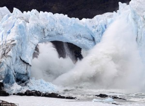 Perito Moreno glacier's ice bridge collapse (Credit: Wikimedia)