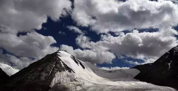 No.1 Glacier of Tianshan Mountain (Source: travel.sohu.com)