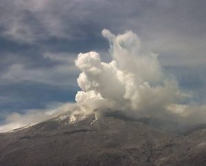 Ash eruption from VOlcan del Ruiz, 27 June 2016 (source:ExtraHuila/Twitter)