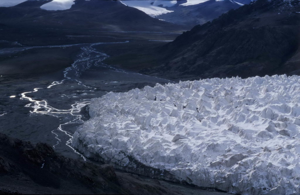 A view of Jianggendiru Glacier from the south [Source: ]