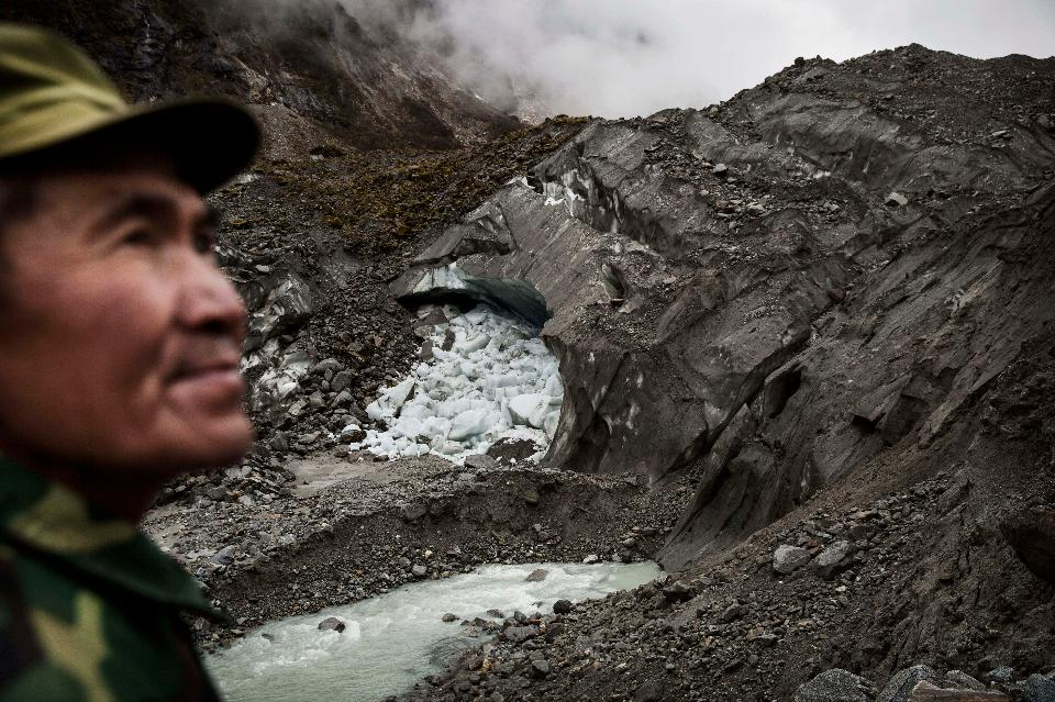 Chinese glaciers are melting at accelerating rates.