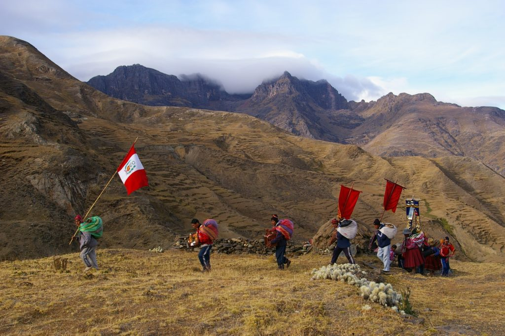 Pilgrims from Pomacanchi nearing a pass, on the walk to Qoyllur Rit'i (source: Z. Mendoza)