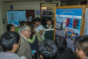 INAIGEM director Benjamin Morales discussing the poster with faculty and students (source: R. Diaz)