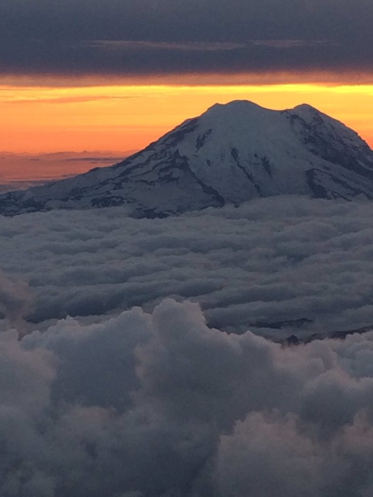 Rainier from the air (source: Rose Condrieu/Twitter)