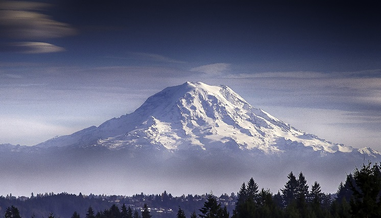 Rainier from the west (source: Mobilus in Mobili/Flickr)