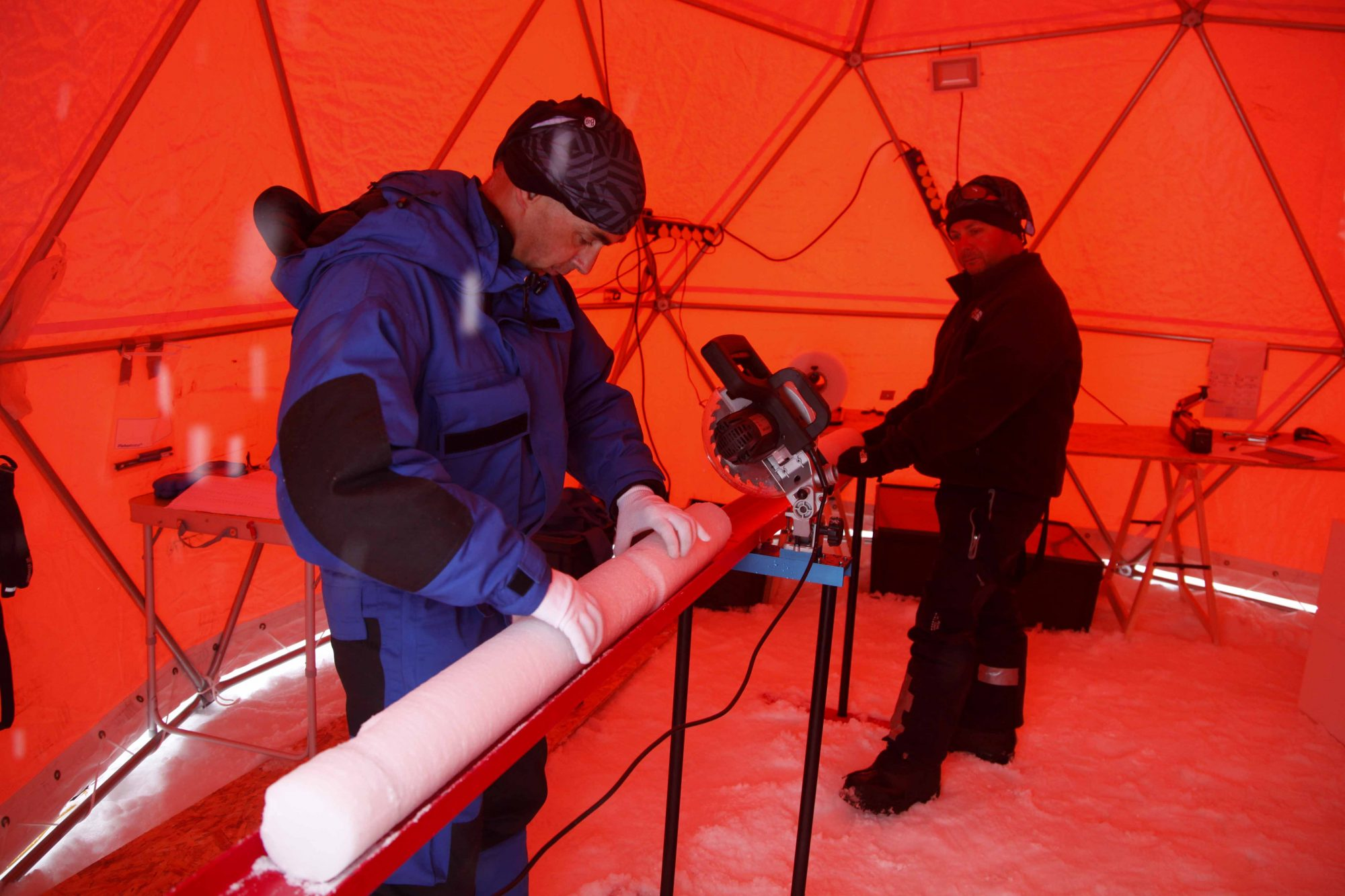 Scientists with sections of the ice cores obtained from Col du Dôme (Source: Sarah Del Ben/Wild Touch/Foundation UGA)