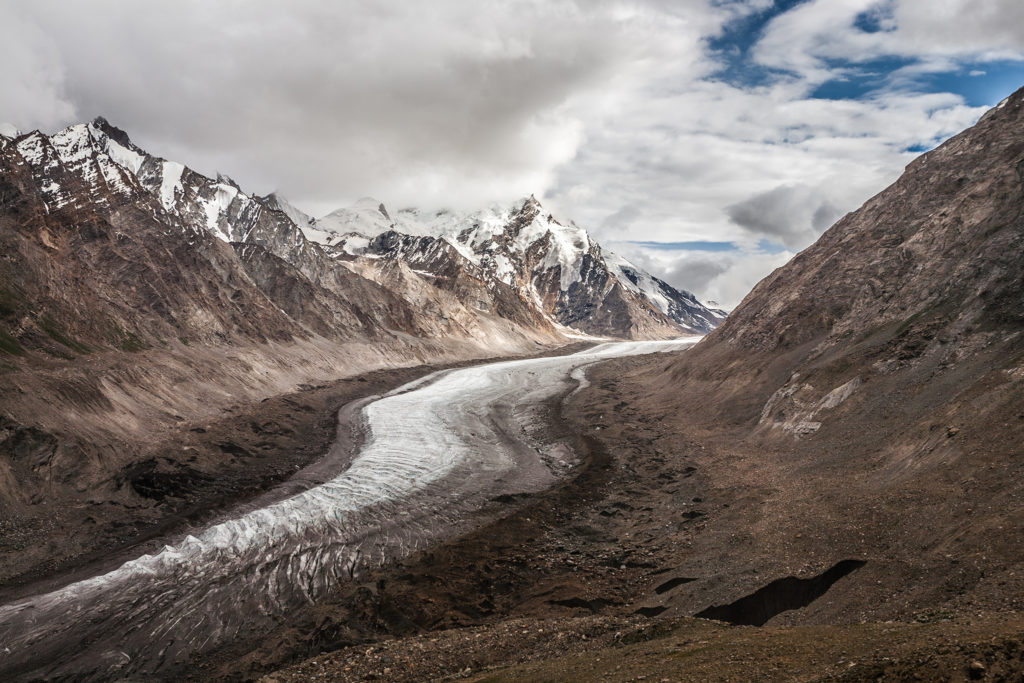 A glacier in High Mountain Asia (Source: Sandeepachetan.com/Creative Commons).