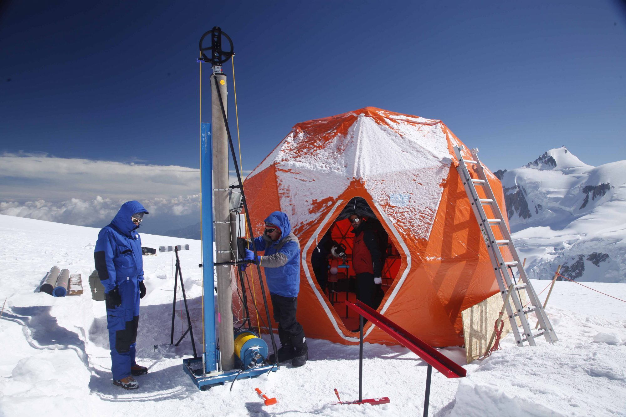 Scientists using a drilling machine to extract an ice core from Col du Dôme (Source: Sarah Del Ben/Wild Touch/Foundation UGA)