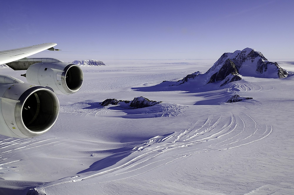 Glaciers on mountains in Marie Byrd Land above Getz Ice Shelf (source:NASA)