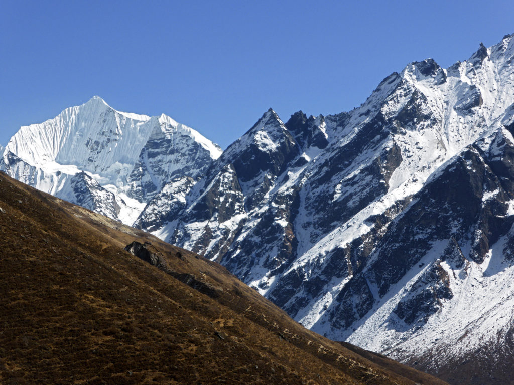 Snow over Kanjin Gompa, Nepal (Source: Raini Svensson/Creative Commons).