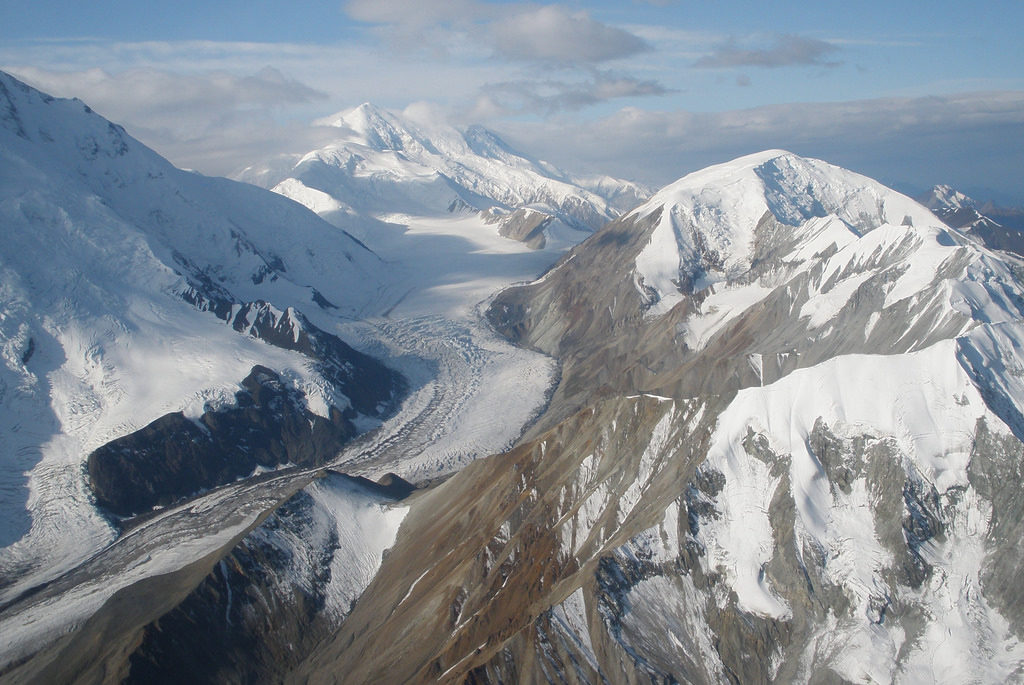 An aerial view of the Upper Muldrow Glacier, Denali National Park (Source: Pete Klosterman/Creative Commons).