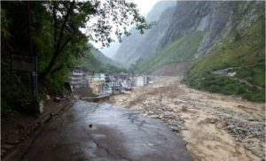 Floodwaters of the River Alaknanda in the Chamoli district in Uttarakhand on June 18, 2013 (Source: Indian Army/Creative Commons).
