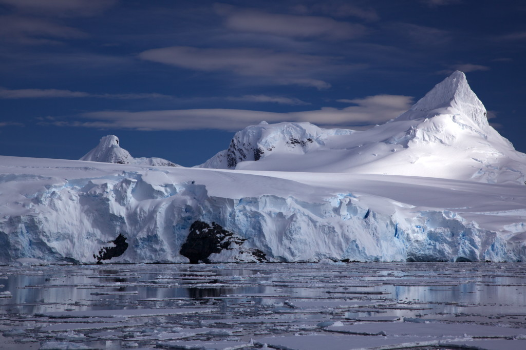 Tidewater glacier on Antarctic coast (source: Jason Auch/Flickr)
