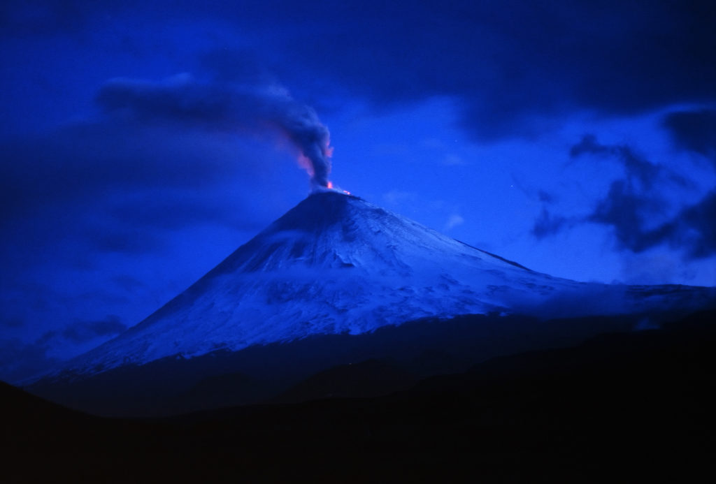 Klyuchevskoy, one of the glacier-covered volcanoes in Kamchatka that KVERT monitors, erupting in 1993. (Source: Giorgio Galeotti/Flickr)