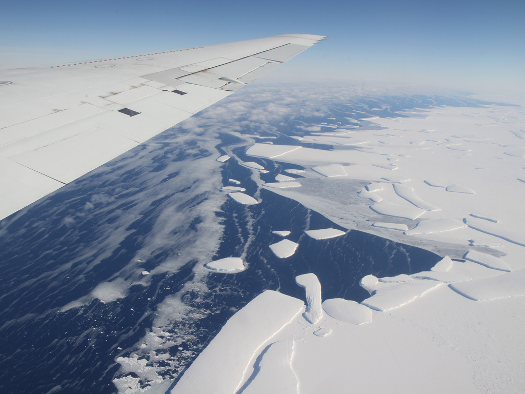 The calving front of an ice shelf in West Antarctica as seen from above (Source: NASA/Flickr)