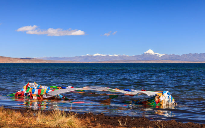 Lake Manasarovar in front of Mount Kailash, Tibet (Source: Torsten Dietrich/Creative Commons).