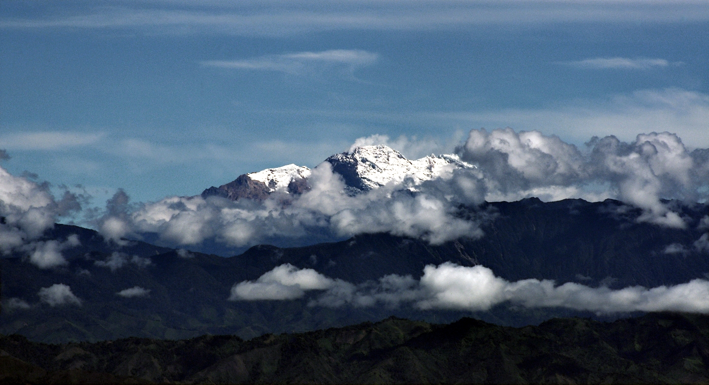 View of Nevado del Huila in Colombia. Four of Colombia's six glaciers are found on volcanos, (Source: Joz3.69/Flickr).