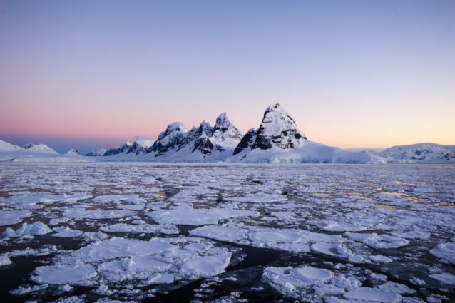 The majestic scenery of Antarctica (Source: Reeve Joliffe/Flickr).