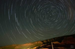 Startrack at Zhuoer County near Qilian Mountains (source: Zongseshijue).