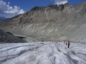 Participants in the CollonTrek have to cross the Arolla Glacier using crampons (Source: MattW / Creative Commons).