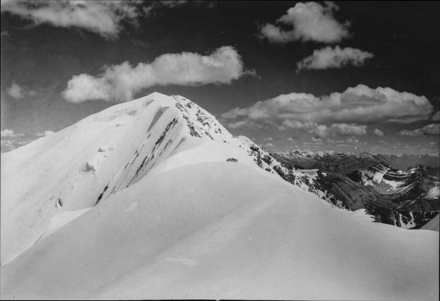 1915 Photograph of Mt. Majestic
