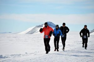 Participants in the Antarctica Ice Marathon (Source: Ice Marathon/ Pinterest)