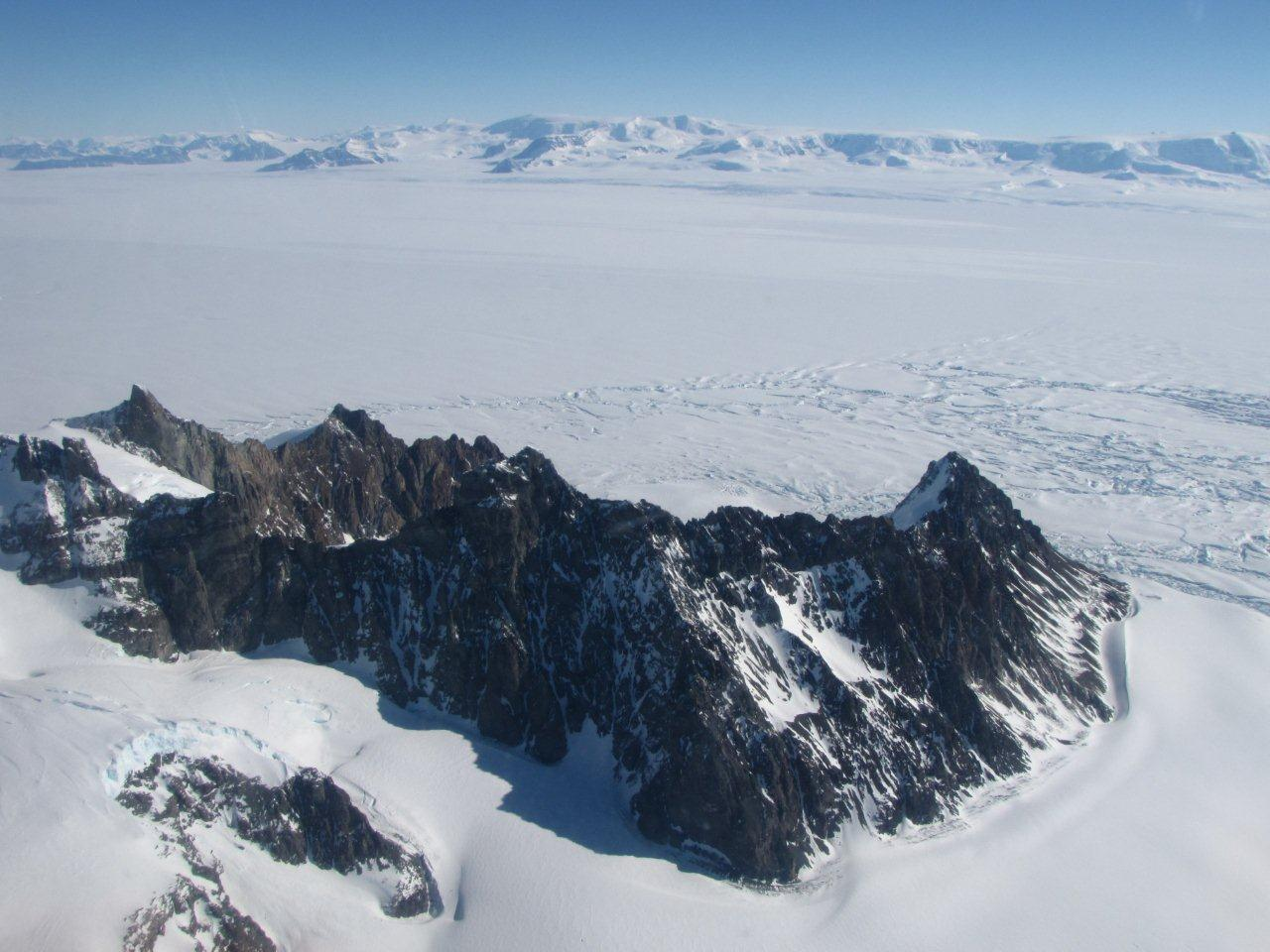 George VI Ice Shelf from Alexander Island (Source: AntarcticGlaciers.org)
