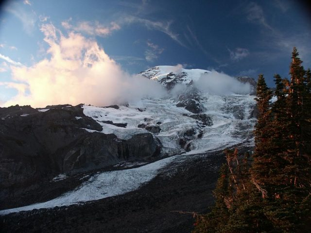 View of Mount Rainer from Alta Vista (Source: US Trekking/Pinterest)