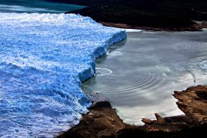 An example of a glacier calving event producing surface tsunami waves (Source: Masahiro Minowa)