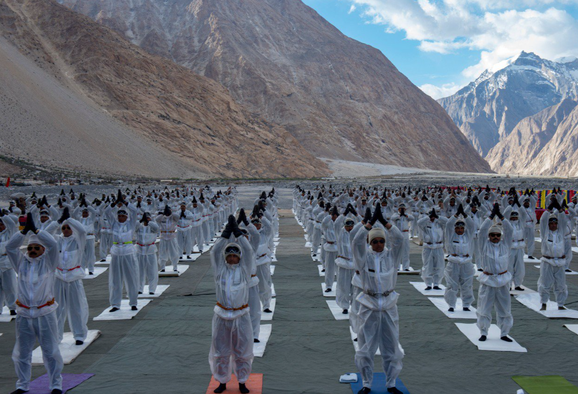 Indian Military Personnel Practicing Yoga for International Yoga Day 2018 (Source: Sadhguru/Twitter)